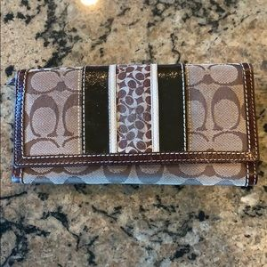 Coach Wallet 🌹10 card pockets 🌻Offers welcomed
